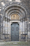 Dörröppning av kyrkan av helgon Cyril och Methodius, Prague Arkivfoto