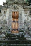 Dörröppning av Pura Kehen Temple i Bali Arkivbild