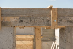 Dörröppning i ett byggnadshus Royaltyfri Foto