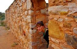 dörröppning som fördärvas outback Arkivbild