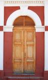 Dörröppning till den gamla drevstationen i Granada Royaltyfri Bild