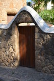 Dörröppningen på parkerar Guell, Barcelona. Arkivbilder