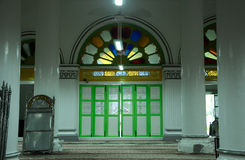 Dörr av Abidin Mosque i Kuala Terengganu, Malaysia Royaltyfri Foto