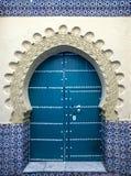 Dörr av den gamla moskén, Tanger, Marocko Arkivfoto