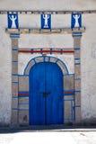Dörr av en kyrka Arkivfoton