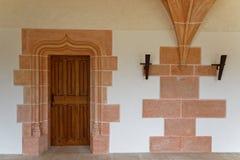 Dörr av kopistrum i den Citeaux abbotskloster Arkivbilder
