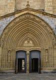 Dörr av kyrkan av Santa Maria, Guernica, baskiskt land, Sp Arkivbild