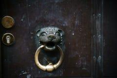 Dörr för kyrka för dörrknopp Royaltyfri Fotografi