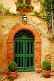 dörr gammala tuscany Arkivfoto