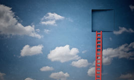 Dörr i blå himmel royaltyfri bild