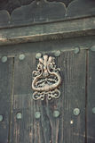 Dörr i gammalt traditionellt bulgarian hus Arkivfoton