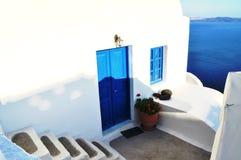 Dörr i Santorini Fotografering för Bildbyråer