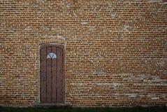Dörr i tegelstenvägg arkivfoton