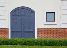 Dörr med fönstret Arkivfoto