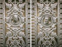 Dörr med kvinna- och manframsidor - tappning Royaltyfri Foto