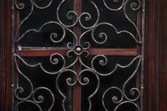 Dörr med smidesjärngallret Royaltyfria Bilder