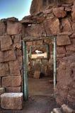 Dörr och fönster till ökenvildmarken royaltyfri bild