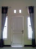 Dörr- och fönsterarkitekturyttersida Royaltyfri Foto
