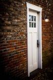 Dörr- och tegelstenvägg Royaltyfri Foto