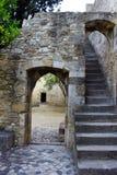 Dörr på slotten av St George, Lissabon, Portugal Royaltyfria Bilder