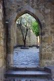 Dörr på slottet av St George, Lisbon, Portugal Royaltyfria Foton