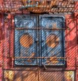Dörrar av den antika valfångstkokkärlet rostar från brist av bruk i Gryviken, södra Georgia jpg Royaltyfri Bild