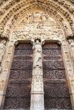 Dörrar av den Notre Dame de Paris domkyrkan, Frankrike Arkivbilder