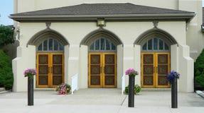3 dörrar av en kyrka arkivfoto