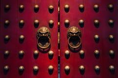 Dörrar för traditionell kines i reds arkivbilder