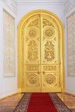 Dörrar i den Georgievsky korridoren royaltyfri foto