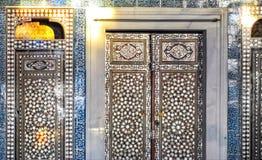 Dörrar i den Topkapi slotten, Istanbul, Turkiet Arkivbild