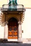 Dörrar specificerar från den medeltida staden Lucca Arkivbild