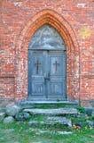 Dörrar till den gamla kyrkan royaltyfri fotografi