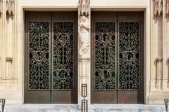 Dörrarna av det huvudsakliga tornet på Washington National Cathedral Arkivbild