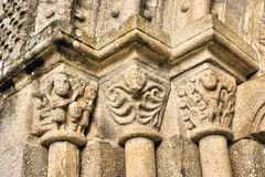Dörrdetalj av den romanska kyrkan Royaltyfri Foto