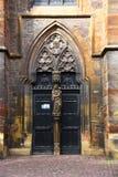 dörren av den gammala kyrkan i Colmar Royaltyfria Bilder