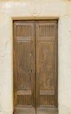 Dörren av den lilla bergkyrkan Arkivfoto