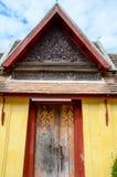 Dörren av den Saket templet är en forntida buddistisk tempel i Vientiane Royaltyfri Fotografi