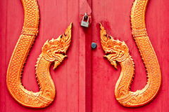 Dörren av den thailändska templet har Naka   stil Royaltyfria Foton