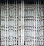 Dörren belägger med metall arkivbild