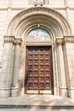 Dörren till kyrkan av St Nicholas i Leskovacen, Serbien Royaltyfria Bilder