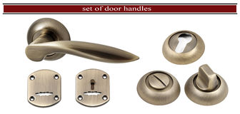 Dörrhandtag med ett hål för nyckelhålet som isoleras på vit backgr Royaltyfria Bilder