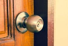 Dörrlås och dörrknopp arkivfoto
