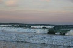 Dött tidvatten i den Black Sea kustBulgarien 2 - stadsöverblickkod från guling till rött Arkivbild