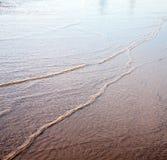 Düne Marokko im nassen Sandstrand der Afrika-Braunküstenlinie nahe atlan Lizenzfreie Stockbilder