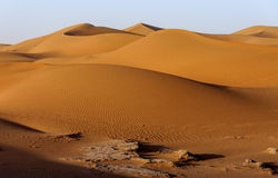 Dünen, Hamada du Draa, Marokko Stockbild