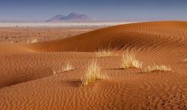 Dünen und Berge Stockfoto