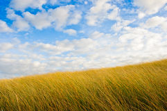 Dünen und Himmel stockbild