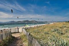 Dünen und Mittelmeervegetation in den hayers Frankreich lizenzfreie stockfotos