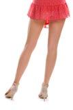 Dünne Beine in den Fersenschuhen Stockfotografie